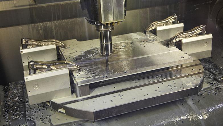Maschinenbau Saarland – CNC-Maschine in der Fertigung