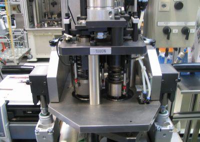 Vollautomatische Messstation zum Vermessen von Abtriebsrädern.  Diese werden mit Federkraft vorgespannt und dynamischen vermessen.