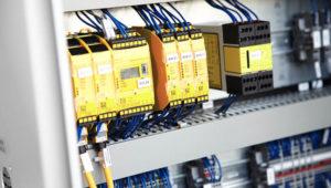 Maschinenbau Saarland – Steuerungstechnik im Schaltschrank einer Montageanlage